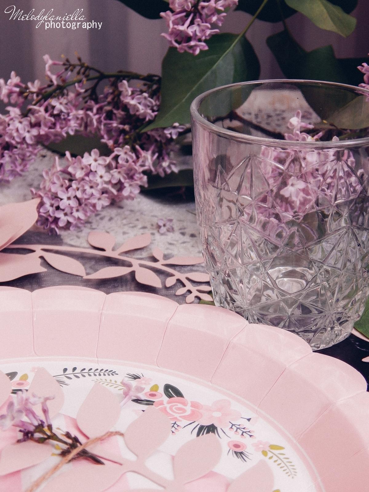 8 partybox.pl imprezu urodziny stroje dodatki na imprezę dekoracje nakrycia akcesoria imprezowe jak udekorować stół na dzień mamy pomysły na dzień matki szklanki sztućce talerze zastawa