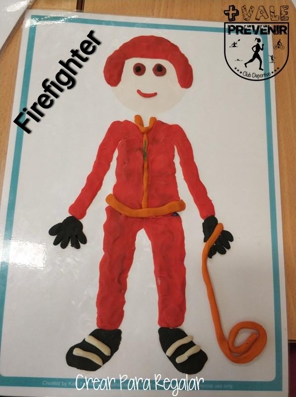 bombero con plastilina