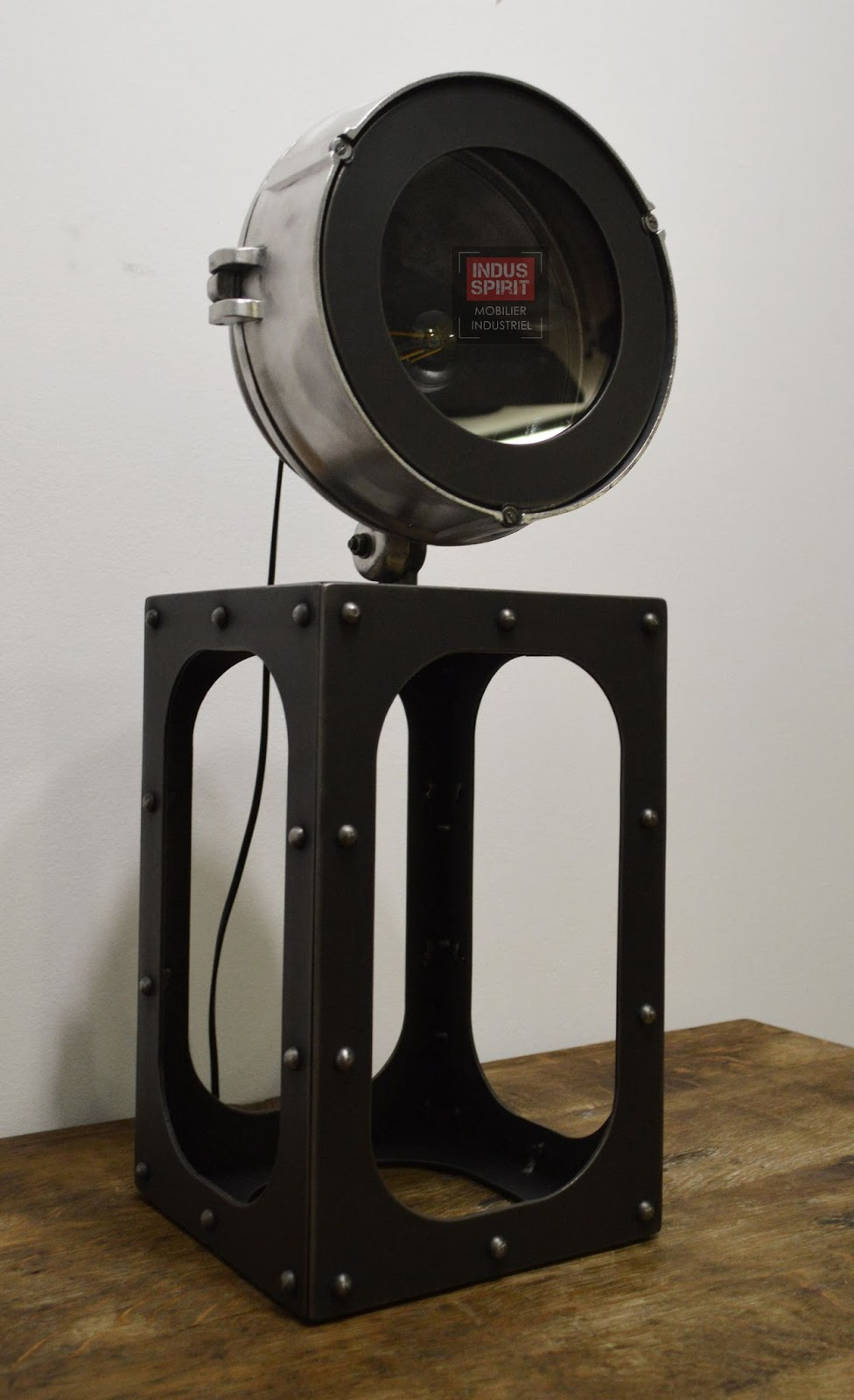 lampe industrielle poser. Black Bedroom Furniture Sets. Home Design Ideas