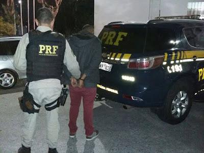 Homem procurado pela justiça por roubo de carga é preso pela PRF na Régis Bittencourt