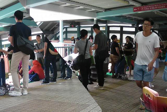 Karena Bandel, Polisi Hong Kong Selalu Intai dan Razia TKW Yang Nyambi Berjualan Di hari Libur