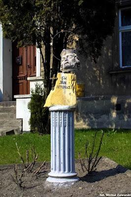 Św. Jan Nepomucen zdewastowany przez hitlerowców w Grodzisku Wielkopolskim