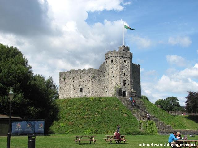 Кардиффский замок - мотт и бейли