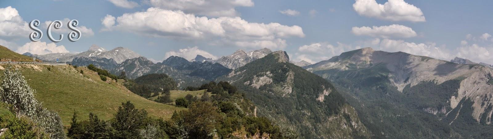 Panorámica desde el Mirador de Larra-Belagua (Navarra, España)