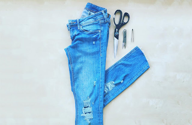 how to rip jeans and leave the white thread