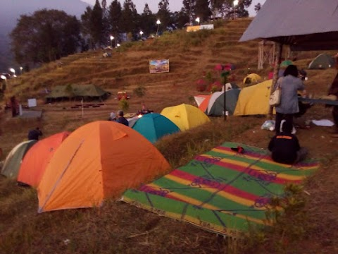Camping Seru di Bukit Tangkeban Desa Nyalembeng