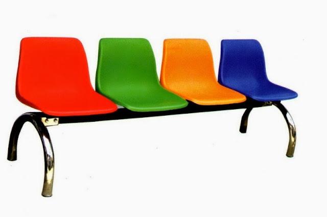 Ghế băng phòng từ chất liệu nhựa tổng hợp nổi bật với thiết kế ngộ nghĩnh cùng với những màu sắc trẻ trung, bắt mắt phù hợp với các không gian như công viên vui chơi trẻ em