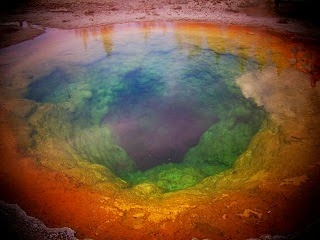 Pollution on Morning Glory Pool.