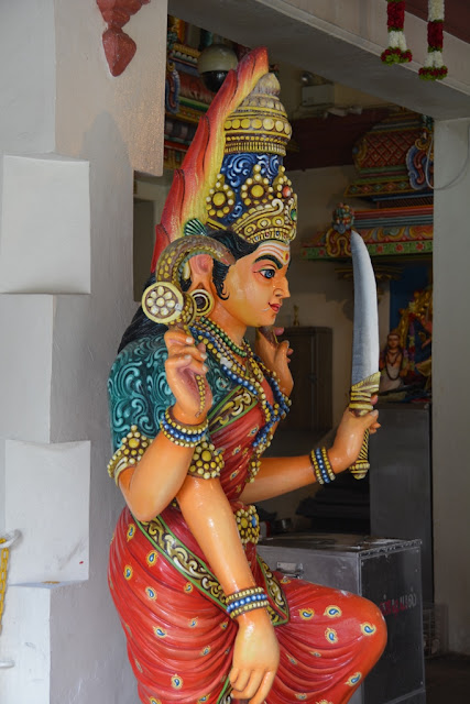 Sri Mariamman Temple Singapore knife