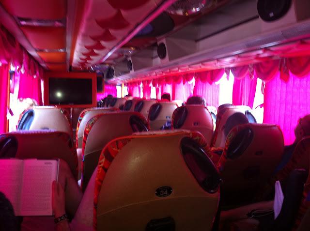 Muy decorado nuestro bus, parece una despedida de soltero