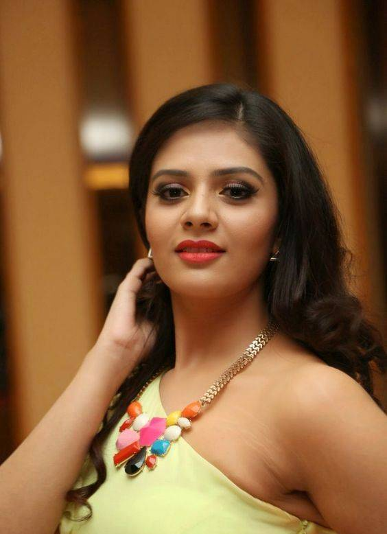 Telugu TV Anchor Hot Photos In Yellow Dress Sreemukhi