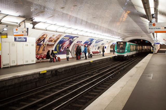 Metro per il Mercato di rue Mautauffard-Parigi