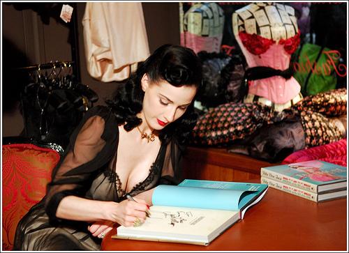 v corset corsetoriu  luxury lingerie corsetiere london coco de mer