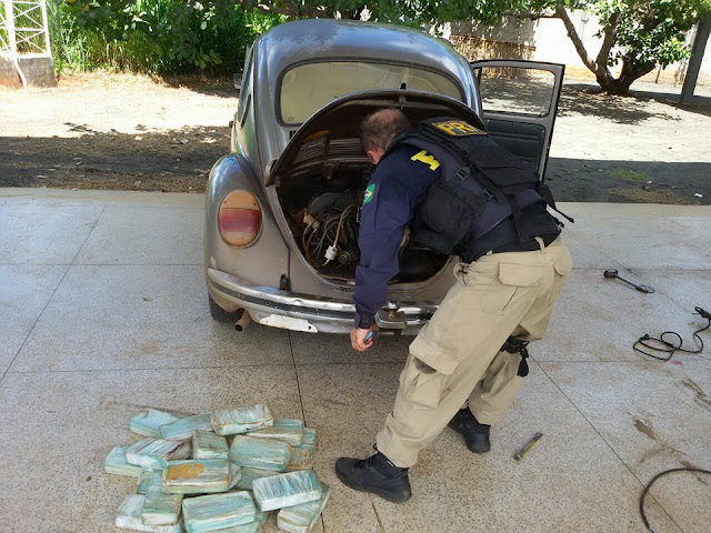 PRF prende casal transportando droga avaliada em meio milhão de reais dentro de um fusca