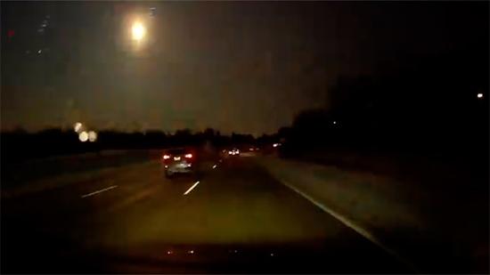 Meteoro explode no céu de Michigan nos EUA