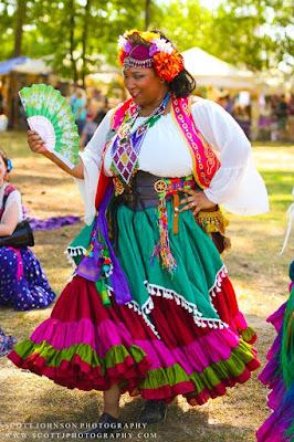 DIY gypsy costume.  How to make a gypsy halloween costume.  renaissance gypsy costume ideas, diy fortune teller costume, diy gypsy costume accessories, how to make a gypsy costume at home, gypsy halloween costume, how to make a renaissance gypsy costume, DIY renaissance faire costume, easy halloween costumes, easy renaissance faire costume.