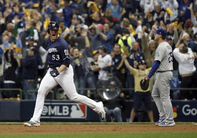 Woodruff pega jonrón y Cerveceros ganan Juego 1 a Dodgers