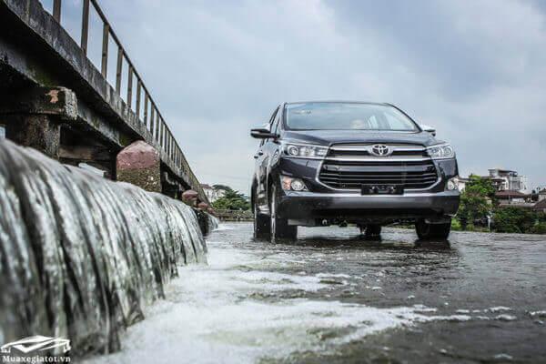 Toyota Innova 2019 2.0V trang bị gần như đầy đủ các hệ thống an toàn trên xe