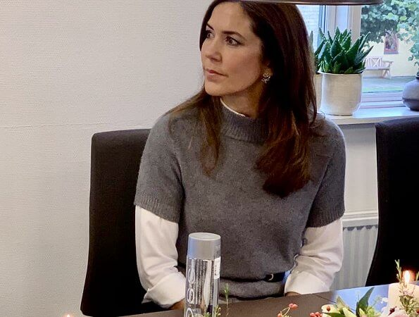 Crown Princess Mary visited Høng Efterskole together with the Mary Foundation. Princess wore wool sweater by Zara