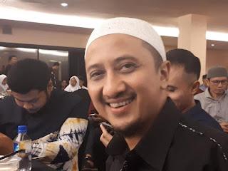 Ustad Arifin Ilham Sempat Bercanda dan Elus Wajah Yusuf Mansur