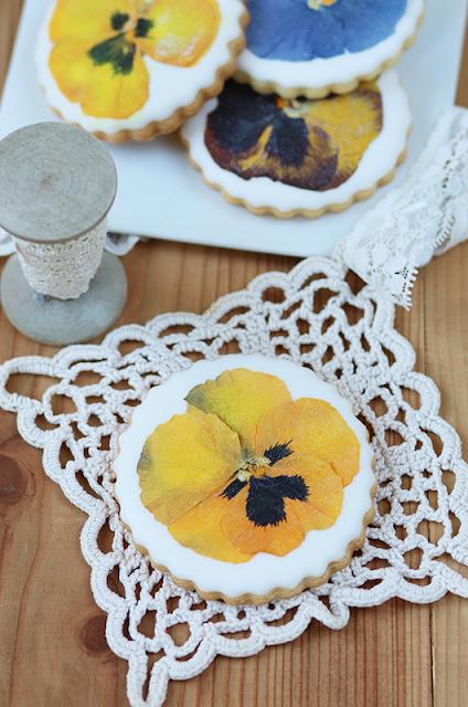 Cookies aux fleurs comestibles