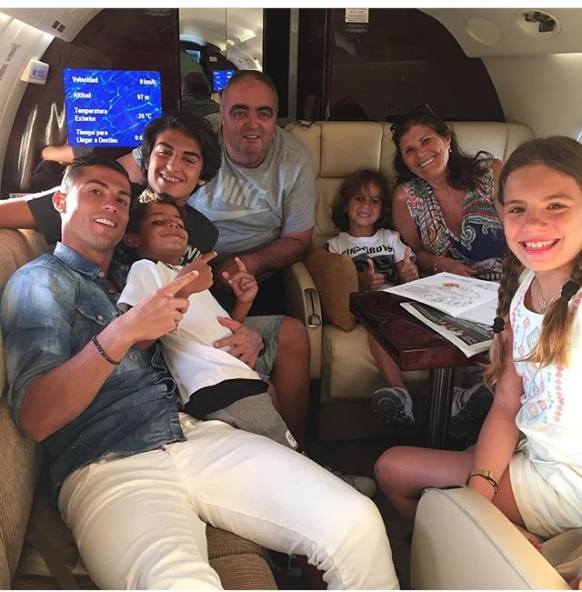 Cristiano Ronaldoson And Family Goes On Vacation