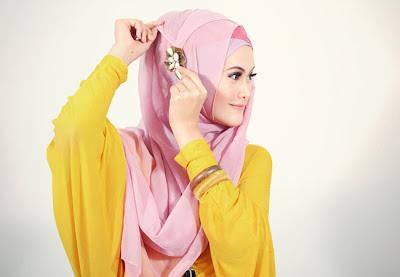 cara memakai jilbab segi empat kreasi