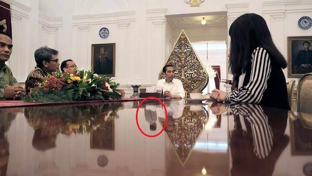 Heboh Bayangan Misterius Di Foto Jokowi, Editan Atau Bukan?