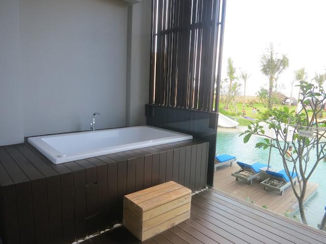 Wyndham Tamansari Jivva Resort Bali - Balcony