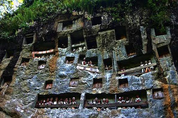 Liang Kuburan Batu Suku Toraja