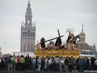 Resultado de imagen de Hermandad de la Esperanza de Triana en la Semana Santa 2005