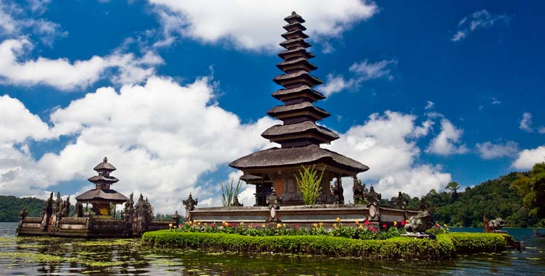 Bali best travel destination. Singapore has emerged as the top contributor to tourist arrivals in Indonesia, with Bali and Bandung among the more popular destinations for Singaporeans. -- PHOTO: google search