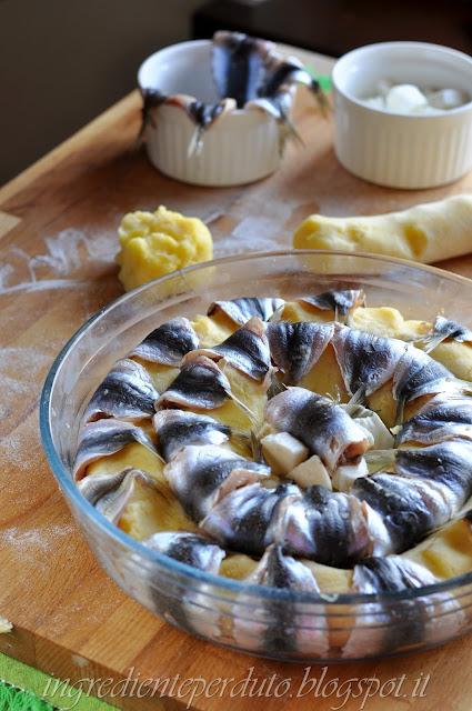 ricetta torta di patate e pesce azzurro
