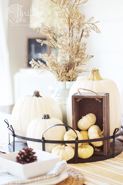 Farmhouse style fall decor and decorating ideas for your dining room. Thanksgiving place setting decor and ideas