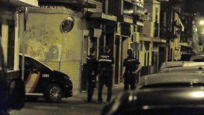 J. M. SERRANO |La calle Vasco de Gama ha sido acordonada por la Policía