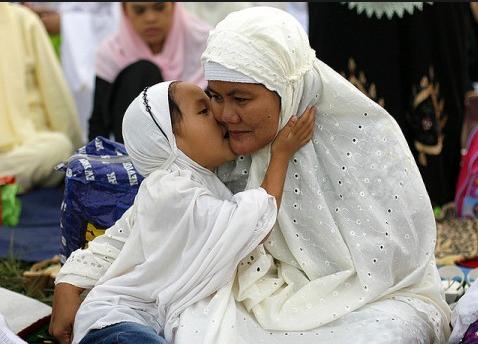 INILAH Bagian Tubuh Anak yang Harus Diberikan Ciuman dan Sentuhan Setiap Hari Oleh Orang Tua