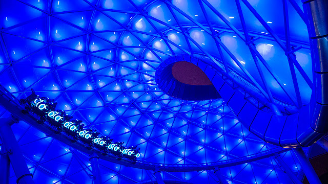 Montanha russa Tron da Shanghai Disneyland