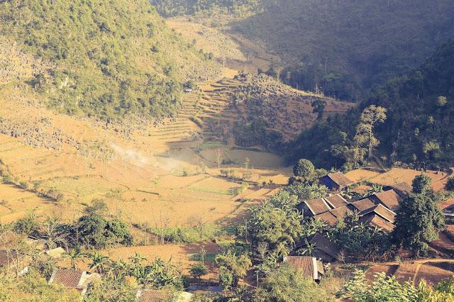 Những ngôi làng trong đá