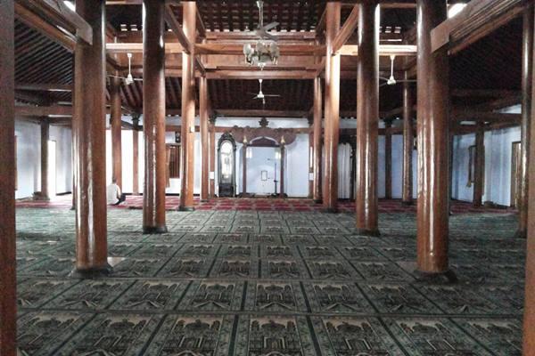 Ruangan dalam Masjid Tegalsari yang masih terjaga keasliannya