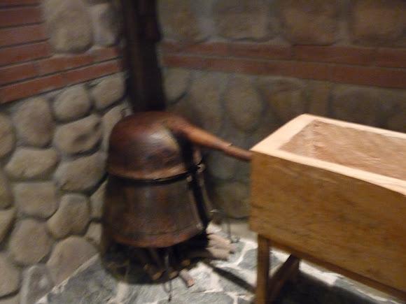 Шабо. Центр культуры вина. Музей. Самогонный аппарат