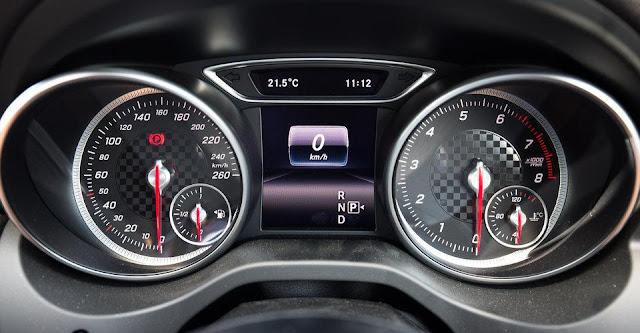 dong-co-cua-xe-mercedes-a250-2017
