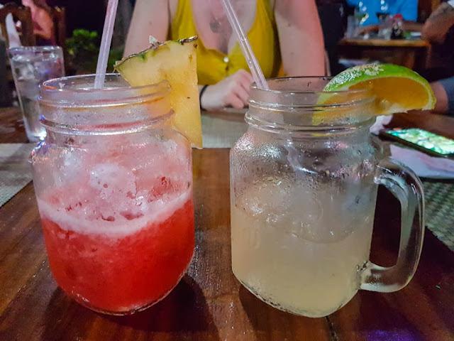 Un par de deliciosos jugos de sandía y limón en Guanacaste, Costa Rica