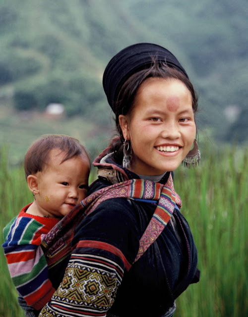 black Hmong people in Sapa