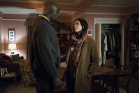 Rosario Dawson and Mike Colter in The Defenders Series (21)