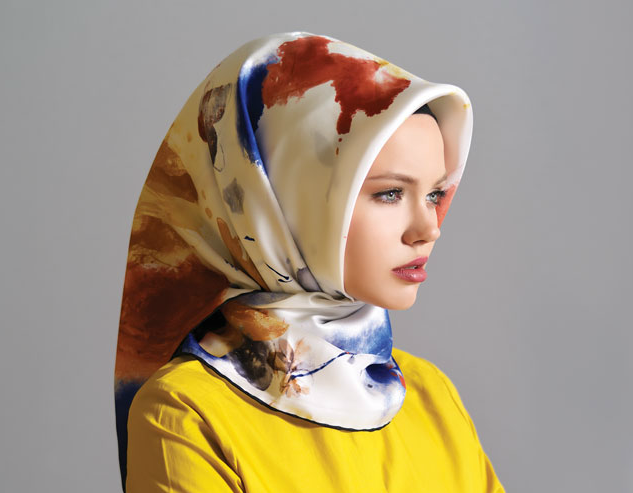 606ccf1a51b0b 2012-2013 Sonbahar - Kış Koleksiyonuna giriş yapan Karaca Eşarp renkli ve  birbirinden güzel desenleriyle sizlerle.