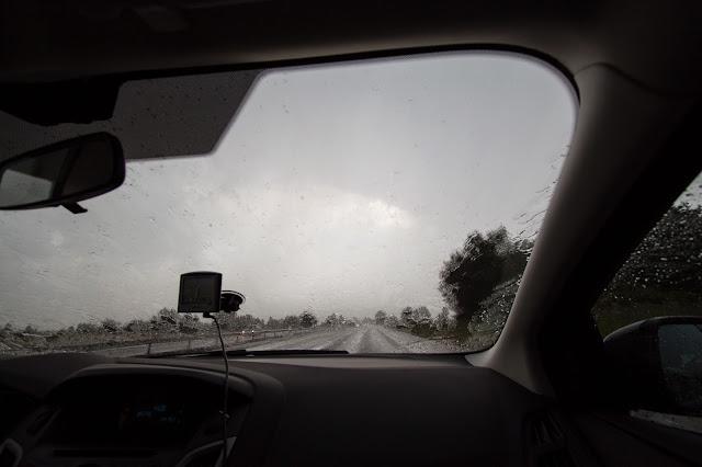 Pioggia lungo la strada