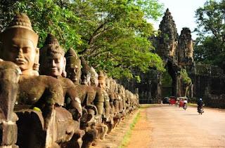4. Kuil Angkor Thom