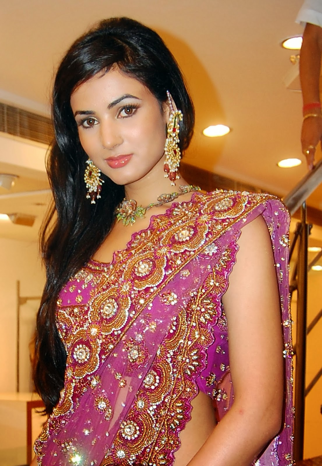 Punjabi Girl Wallpaper Full Hd Fukrey Look Sonal Chauhan Hot Hd Wallpapers 2013