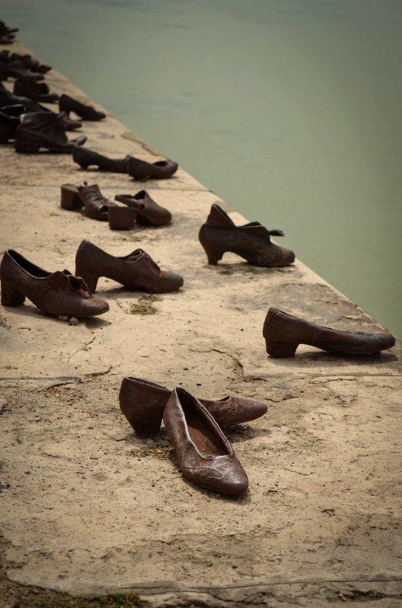 budapest shoe memorial, shoes memorial budapest, danube river budapest, danube promenade shoes, shoes on the danube budapest, shoes on the danube bank memorial