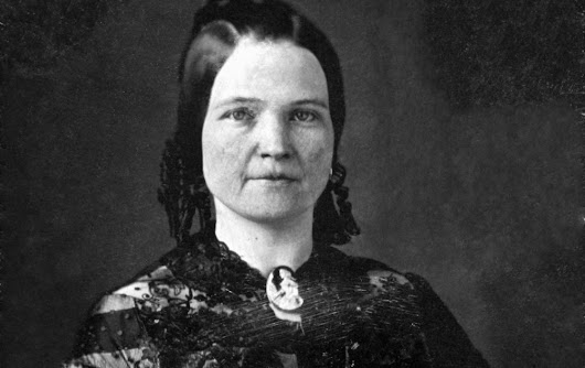 THE CURSED LIFE OF MARY LINCOLN
